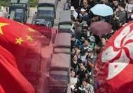 """중국군 """"메뚜기 수명은 90일""""…홍콩 시민들 향해 '협박'"""