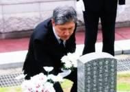 """'노태우 장남', 아버지 대신 5·18 묘지에…""""진심으로 사죄"""""""