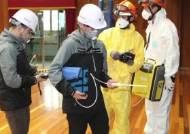 학교 강당 '의문의 악취'에 74명 병원행…원인 오리무중
