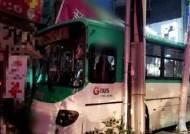 성남 금광시장사거리서 시내버스 인도 돌진…1명 부상