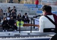 음악으로 넘는 '편견의 벽'…발달장애인 거리공연