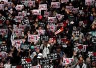 새해 첫날 홍콩 시위대-경찰 격렬 충돌…400여명 체포