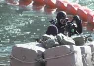 겨울축제 망칠라…잠수부까지 동원 '얼음과의 사투'