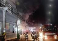 진주 상평동 농기계 제조 공장서 화재…1명 연기 흡입
