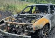 고속도로 달리던 엔진 과열 추정 화재…인명 피해 없어