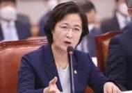 """추미애, 아들 군 의혹 공세에 """"소설 쓰시네""""…법사위 설전"""