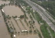 무섭게 불어난 물…한강 물줄기 따라 헬기에서 본 영상