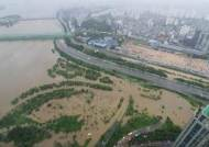 서울 시간당 30~50mm 큰비…주요 도로 막히며 출근길 '혼잡'