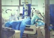 사흘 연속 1000명대 확진…의료 시스템 '과부하'