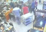 """""""밤 9시까지 영업"""" 안내에…맥주병 휘두르며 식당 주인 폭행"""