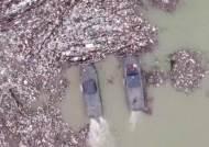 세르비아 등 발칸 국가, 강 뒤덮은 쓰레기 '몸살' 아침& 세계