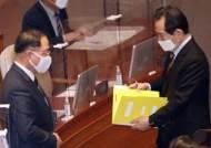 """홍남기, 국회 대정부질문서도 소신 발언…""""재정 당국이 건전성 보는 시각도 존중해달라"""""""