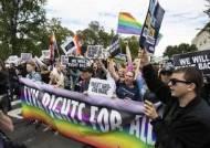 """미국인 100명 중 6명 """"나는 성소수자""""…응답자 62% 동성결혼 찬성"""