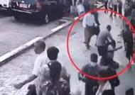 """흉기 든 남성, 시위대 공격…""""배후에 군부세력"""" 의혹도"""