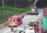 화물차 적재물, 뒤따른 차량 덮쳐…9살 여아 사망|뉴스브리핑