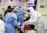 """코로나19 치명률 감소세…""""이번 달부터 사망자 다시 늘 수도"""""""