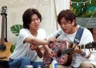 '유명가수전' YB 윤도현 등장…캠핑장서 펼쳐진 이색 라이브
