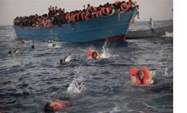리비아 난민들, 목숨 걸고 바다서 헤엄 [AP=뉴시스]