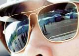 [사진으로 본 세상] 선글라스에 비친 분단