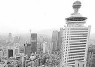 """중국 특구 """"선전"""" 기업들의 비명"""