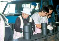 연탄 30만장, 화물차 운전자들이 북한에 무료 배달