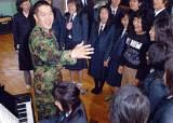 대안학교에 희망 준 '군인 선생님'