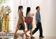 전지현, 홍콩서 남자와 쇼핑장면 포착