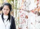 헤드폰·MP3 즐기는 젊은이여~ 귀를 쉬게 하라