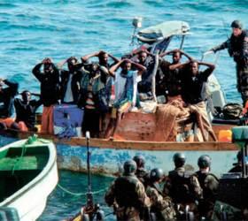 [사진] 프랑스 해군, <!HS>소말리아<!HE> <!HS>해적<!HE> 일당 체포