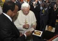 """교황 """"콘돔, 에이즈 해결책 아니다"""" 발언 사면초가"""