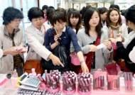 명동엔 '바이 코리아' 행렬 … 한 사람 건너 일본인