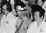 가택연금 55회 … 투옥 6년 … 망명 … 사형선고