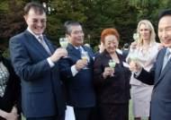 [사진] 주한외교단과 막걸리 건배