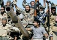 카다피, 체포 직후 피살된 차우셰스쿠 운명 따라갔다