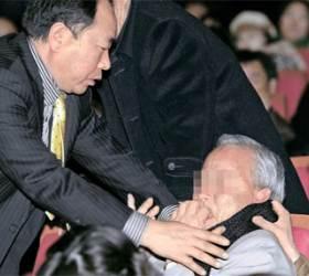 """[사진] 돈봉투 수사 촉구에 """"너 <!HS>한나라당<!HE>이냐"""""""