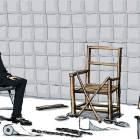 심문실 의자엔 쇠사슬·수갑, 바닥엔 부러진 각목이