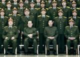 권력은 총구에서 나온다 …'군사위 주석' 넘기라는 시진핑, 거부하는 후진타오
