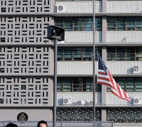 [사진] <!HS>미국<!HE> 초등학교 <!HS>총기<!HE><!HS>난사<!HE> 애도 … 조기 건 미 대사관