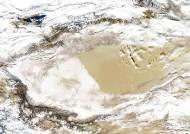 [사진] 눈 덮인 타클라마칸 사막
