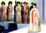 [사진] 박근혜 대통령 베트남 방문 중 패션쇼 참석