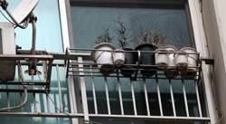 [<!HS>J<!HE><!HS>신문고<!HE>] 10층 난간 화분, 강풍에 휙~ 날벼락