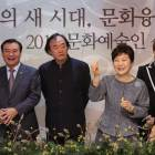 박 대통령, 푸틴이 선물한 러시아 인형 늘어놓고