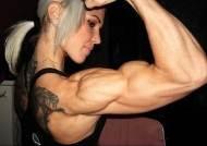 스웨덴의 여자 헐크, 얼굴과 매치가 안되…엄청난 근육질 몸매