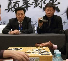 [<!HS>박치문의<!HE> <!HS>검은<!HE> <!HS>돌<!HE> <!HS>흰<!HE> <!HS>돌<!HE>] 돈줄 쥔 중국, 바둑판 틀을 바꾼다