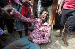 [사진] 방글라데시 <!HS>여객선<!HE> <!HS>침몰<!HE> … 하루 지났지만