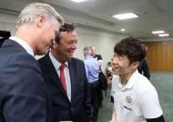 33명의 한국 학생들, 박지성과 PSV 아인트호벤 선수들 만나
