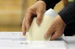 [사진] <!HS>6<!HE>·<!HS>4<!HE> 전국동시<!HS>지방선거<!HE> 투표하는 유권자들