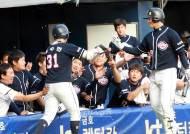 [포토] 정수빈 '선두 타자 홈런 작렬'