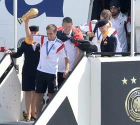 [사진] <!HS>2014<!HE><!HS>브라질<!HE> <!HS>월드컵<!HE> 우승, 독일 대표팀 '금의환향'