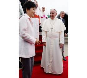 """프란치스코 <!HS>교황<!HE>, <!HS>방한<!HE>하자마자…""""세월호 희생자 기억하고 있다"""" 뭉클"""